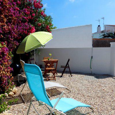 Ansicht auf Garten von Ferienhaus Ventura, Sicht in Richtung Vorplatz