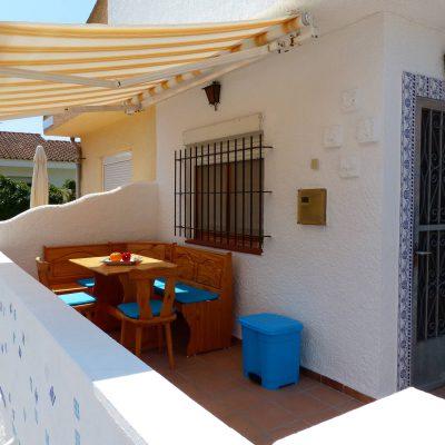 Ansicht auf Terrasse von Ferienhaus Ventura, Sicht in Richtung Hauseingang
