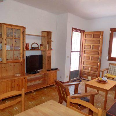 Wohnecke und Wohnwand Ferienhaus La Ventura, mit TV-Sat-Anlage, Sicht von Küche zu Eingang