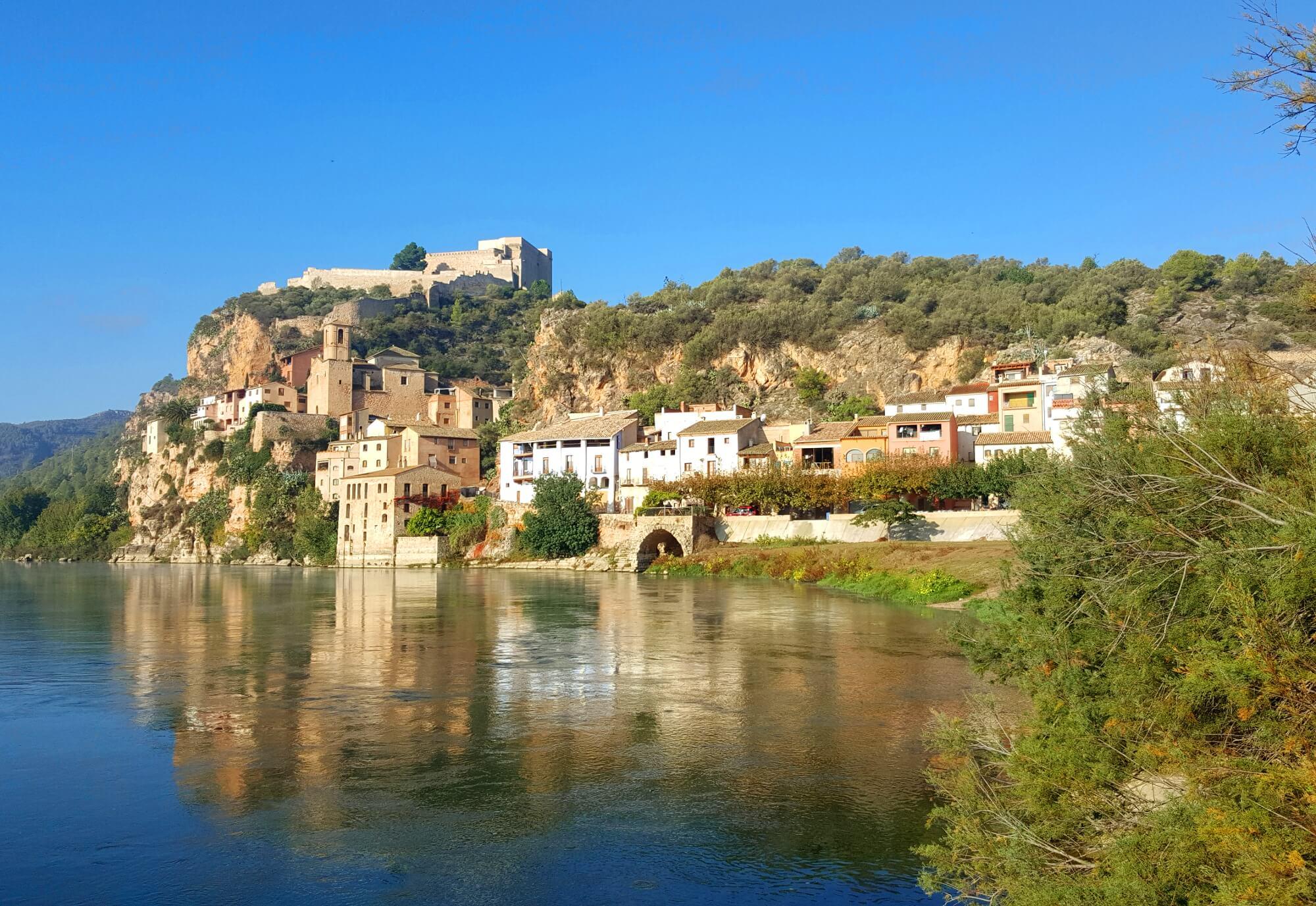 Burg Miravet am Oberlauf des Ebro
